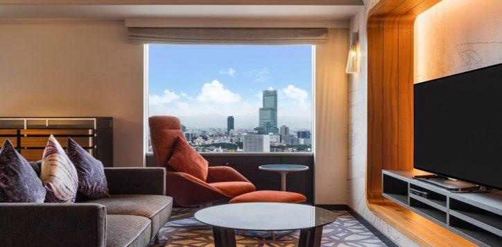 swissotel-nankai-osaka_deluxe-suite-king_living-area-2